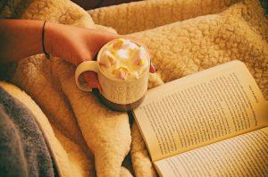 Kaffee und ein Buch freie Rede