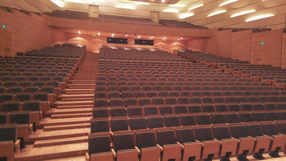 Konzerthalle mit Lampenfieber überwinden