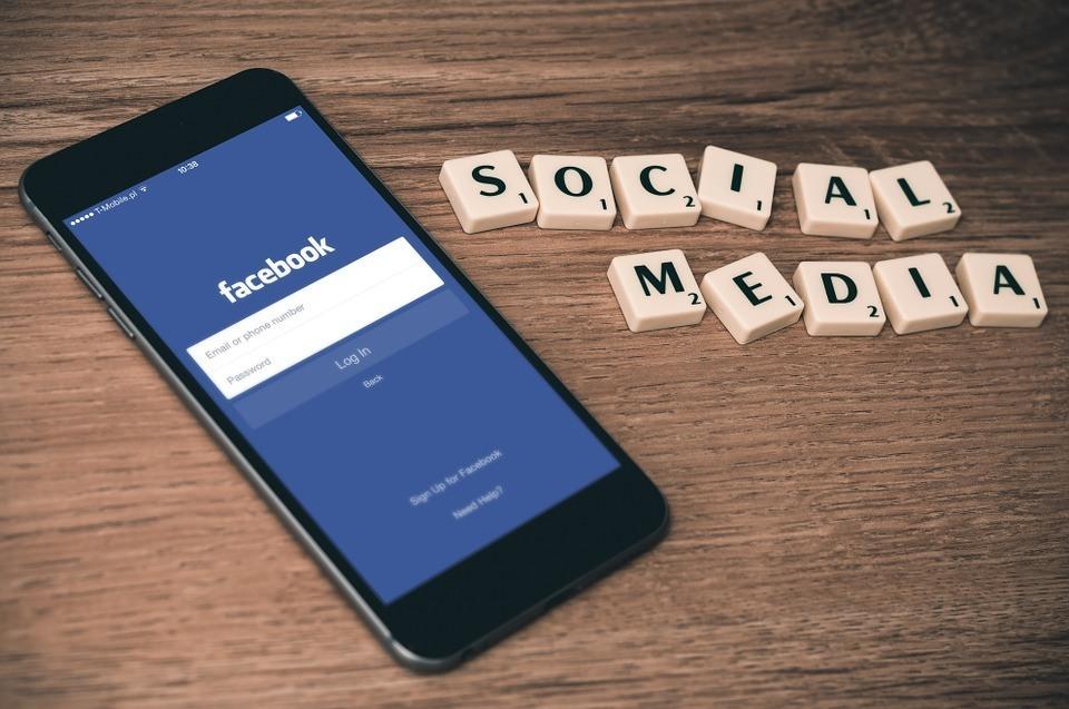 Social Media Handy freie Rede