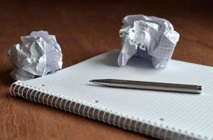 Papier zerknüllen bei Füllwörter