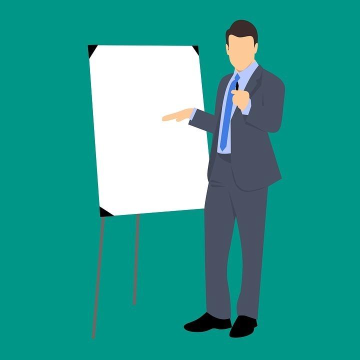 Präsentationstraining Mann mit Flipchart