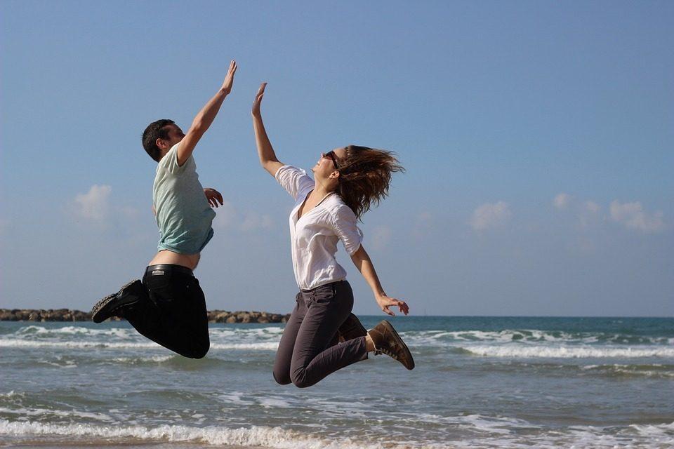 Begeisterung springende Personen