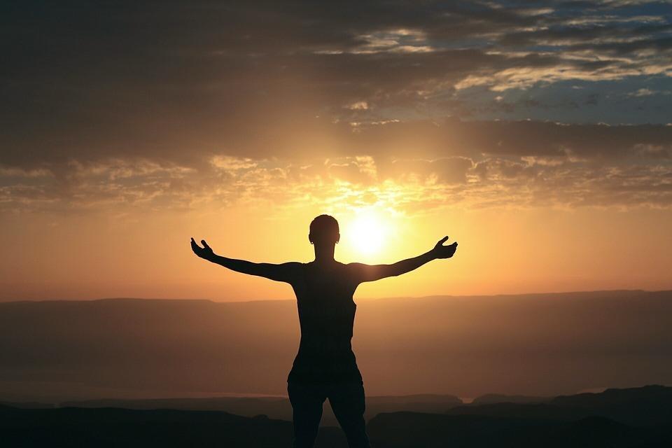 Mann steht in der Sonne Redeangst