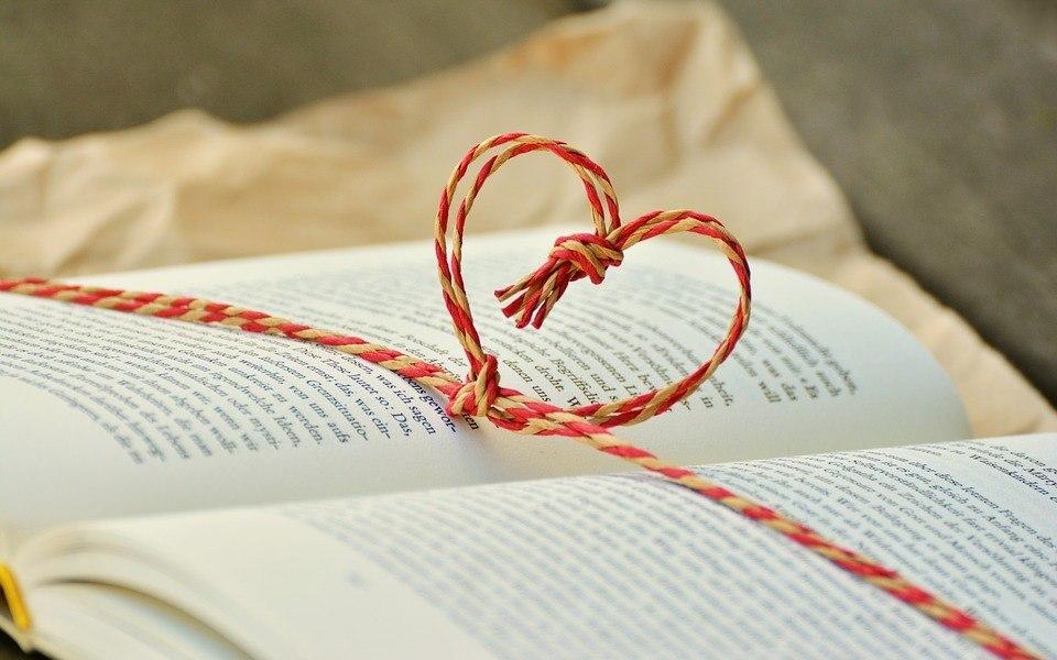 Herz im Buch langweilig