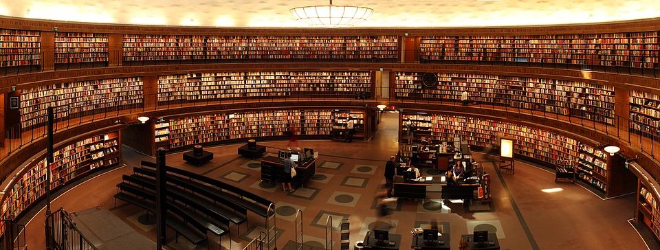 Autorität- Bücherregal in der Uni