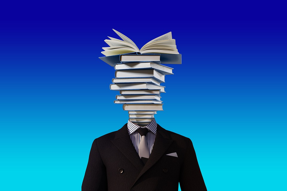 Mann mit Büchern Personal Branding
