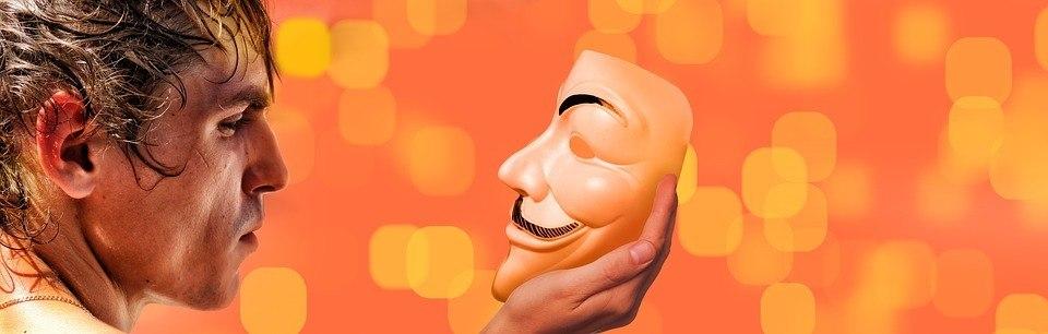 Maske aufhaben beim Seminar
