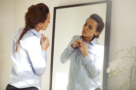 In den Spiegel schauen