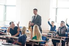 Studenten mit dem Lehrer